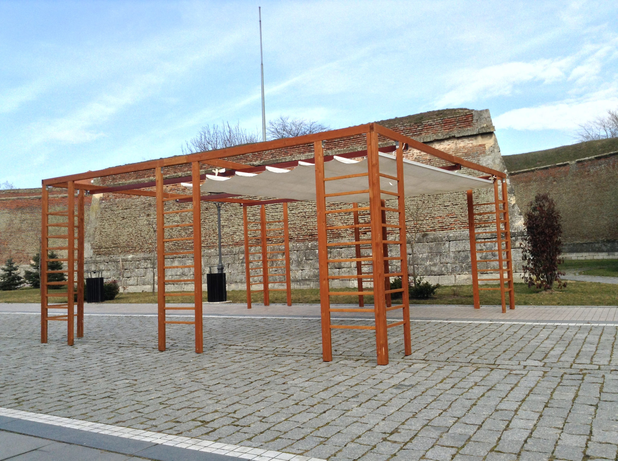 Copertina terasa retractabila din lemn